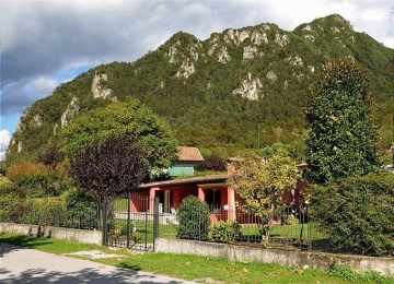 Holiday Rentals for rent in Crone, Italy