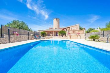 Holiday Rentals for rent in Petra, Spain