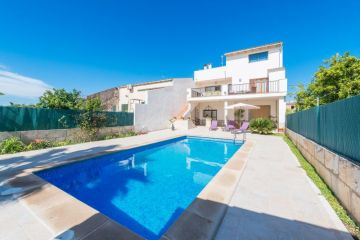 Holiday Rentals for rent in Llubí, Spain