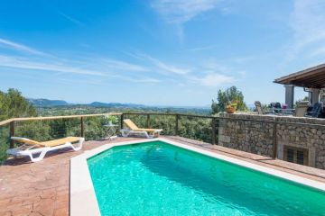 Holiday Rentals for rent in Selva, Spain