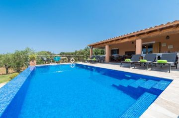 Holiday Rentals for rent in Costitx, Spain