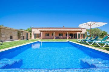 Holiday Rentals for rent in Muro, Spain