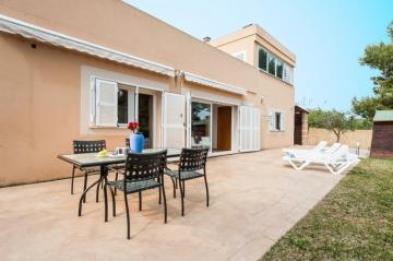 Holiday Rentals for rent in Puerto de Alcudia, Spain