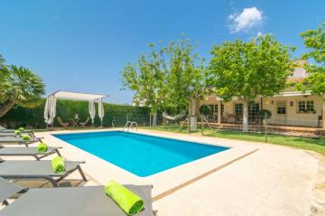 Holiday Rentals for rent in Sa Coma, Spain