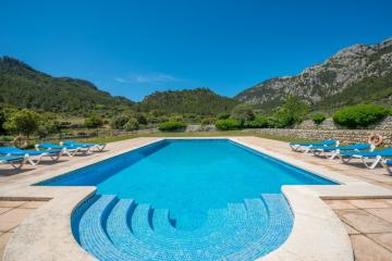 Holiday Rentals for rent in Buñola, Spain