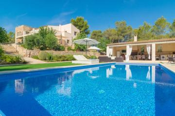 Holiday Rentals for rent in Porto Colom, Spain