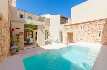 Holiday Rentals for rent in Campos, Spain