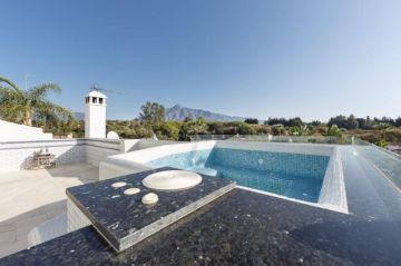 Apartments for sale in Puerto Banús, Spain