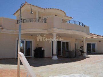 Villa / luxury real estate for sale in Playa Paraiso, Spain