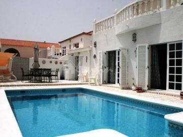 Villa / luxury real estate for sale in Callao Salvaje, Spain