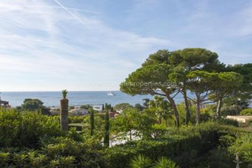 Sale House - Antibes Cap-d'Antibes / 3877,  D'antibes, France