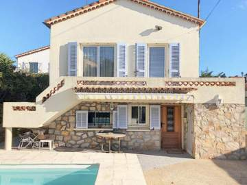 Villa / luxury real estate for sale in Pis, France