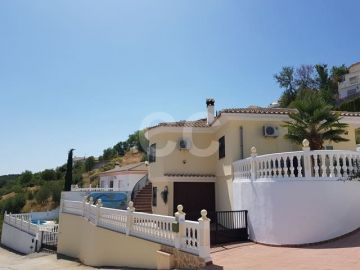 Villa / luxury real estate for sale in Moclín, Spain