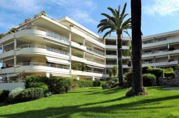 Sale Apartment - Juan-les-Pins / 1062VA,  Pins, France